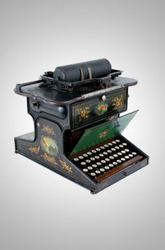First Practical Typewriter 1874 (Maybe the first.the first typewriters did not have the traditional keyboard. Vintage Luggage, Vintage Cameras, Vintage Suitcases, Office Mailboxes, Antique Writing Desk, Antique Typewriter, Art Nouveau, Vintage Office, Antiques