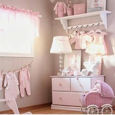 "@monpetitnicolas auf Instagram: ""Hoy, inspiración en rosa. Buenas noches! Today pink inspo. Good night! Credit: @lindevegen. #interiordesign #interiorismo #decoracion #decoracioninfantil #inspo #inspiracion #habitacionesinfantiles #habitacionbebe #nursery #baby #barnrum #barnerom"""