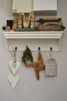Junk Chic Cottage Junk Chic Cottage, Home Decor Inspiration, Decoration, How To Introduce Yourself, Floating Shelves, Spotlight, Sweet Home, Country, Life