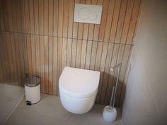 Dieses schlichte aber geschmackvolle Badezimmer befindet sich in einem modernen Bungalow von von Jesus Correia Arquitecto. Den Rest des Hauses findet ihr im Artikel #badezimmer #bathroom #homify