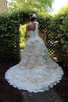 These gorgeous wedding dresses are made from toilet paper - TODAY.com