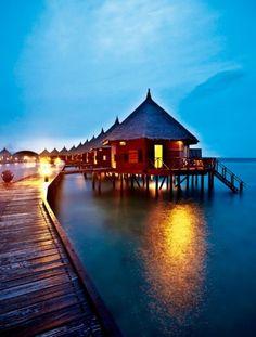 Angaga Island is located in the center of South Ari Atoll, Republic of Maldives.  安嘎嘎島坐落在馬爾代夫南愛爾瑞環礁的中心地帶。島的周邊環繞著大片美麗的珊瑚礁,大自然還賦予了它廣闊的沙灘和50多個植被區域。馬爾代夫獨特的水屋就建在延伸淺灘上,360度被海天一色的寶石藍包圍著,尤其是在日落後,那絢麗的藍色好像只有天堂才會有!