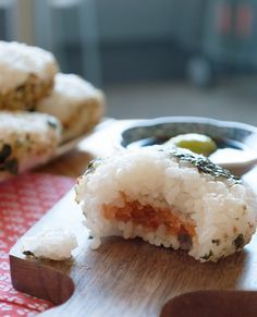 Onigiri, Japanese rice balls filled with yummieness!   in my Red Kitchen Sushi Recipes, Asian Recipes, Cooking Recipes, Japanese Recipes, Drink Recipes, Game Recipes, Vietnamese Recipes, Recipes Dinner, Cooking Tips