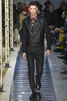 See the complete Antonio Marras Fall 2016 Menswear collection.