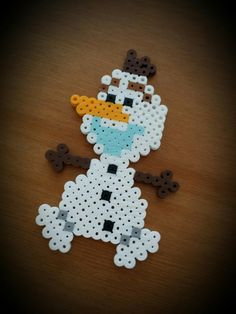 Olaf - Frozen perler beads by Happy Life x 3 Perler Bead Designs, Easy Perler Bead Patterns, Perler Bead Templates, Hama Beads Design, Pearler Bead Patterns, Diy Perler Beads, Perler Bead Art, Pearler Beads, Fuse Beads