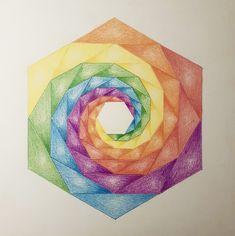 Geometrische regenboogmandala gemaakt met lyra kleurpotloden
