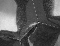 FRAGMENT POLYGONŮ - detail - materiál: žula (Supreme Black) velikost: 37x36x3cm