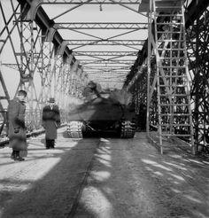 Zaťažkávacia skúška mosta Červenej armády cez Dunaj z 25. januára 1946 Bratislava Slovakia, Times, Retro, Pictures, Retro Illustration
