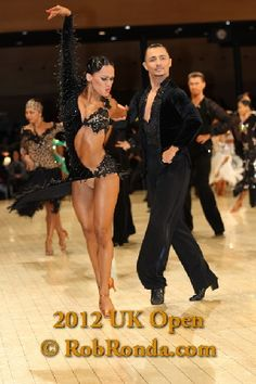 she's freakin' amazing! Latin Dance Dresses, Ballroom Dance Dresses, Ballroom Dancing, Dance Costumes Lyrical, Belly Dance Costumes, Tango Dancers, Salsa Dancing, Dance Pictures, Dance Photography