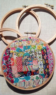 Liberty Log Cabin Hoop Art by Rhapsody and Thread (#sewliberty, #libertyfabric, #craftproject)