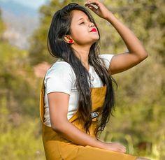 Beautiful Bollywood Actress, Beautiful Indian Actress, Wedding Photography Poses, Girl Photography, Stylish Girls Photos, Girl Photos, Cute Girl Poses, Cute Girls, Wedding Saree Blouse Designs