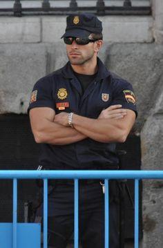 dude in uniform.even spanish police works! Hot Cops, Police Uniforms, Police Officer, Riot Police, Police Cars, Hommes Sexy, Men In Uniform, Raining Men, Military Men