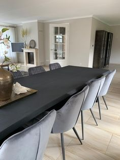Black Dinning Table, Dining Tables, Diner Table, Dining Room Inspiration, Dining Room Design, House Rooms, Home Living Room, Home Remodeling, Furniture Design