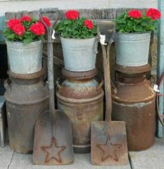"Daphne Ross shows a different way to stack pots,.on vintage milk cans! She says, ""Red & Rust! ( had to sell my old milk cans when I downsized to an apartment). Container Design, Old Milk Cans, Milk Jugs, Milk Bottles, Vintage Milk Can, Vintage Metal, Stacked Pots, Flea Market Gardening, Red Geraniums"