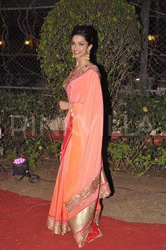 Deepika Padukone at Ahana Deol & Vaibhav Vora Wedding Reception Feb, 2014