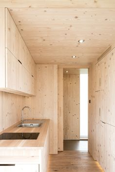 Image 9 of 14 from gallery of Ark Shelter / Michiel De Backer + Jakub Senkowski + Martin Mikovčák. Photograph by Thomas Debruyne Interior Design Trends, Home Design, Interior Decorating, Ideas Cabaña, Tiny House Luxury, Plywood Interior, Architecture Design, Casas Containers, Cabin Kitchens