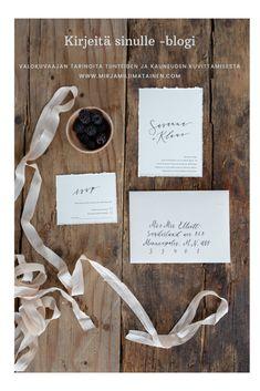 #script_creative #a_i_n_o #satumaaria_blankcanvas #mirjamiliimatainen #hääkuvaaja #hääkoristeet #häätruissalossa #ruissalo #valokuvausblogi #blogi #valokuvaaja #nordicweddingphotographer Valokuvaaja @mirjamiliimatainen Luova suunnittelu @satumaaria_blankcanvas Kalligrafia @script_creative Silkkinauha @a_i_n_o Place Cards, Place Card Holders, Photography, Photograph, Fotografie, Photoshoot, Fotografia