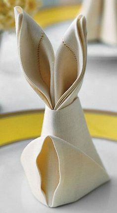 DIY Bunny Napkin Folds Easter rabbit-shaped napkins are a festive detail for the holiday table, and they only require a few simple folds. Bunny Napkin Fold, Napkin Folding, Easter Brunch, Easter Party, Easter Gift, Hoppy Easter, Easter Eggs, Diy Osterschmuck, Mesas Para Baby Shower