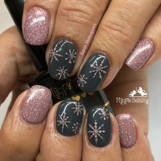 Trendy Winter Nails Art Ideas For Have A Beautiful Style In This Winter - Nail designs or nail art is a very simple concept - designs or art that is used to decorate the finger or toe nails. They are used predominately to en. Ten Nails, Xmas Nails, Holiday Nails, Christmas Nails Colors, Simple Christmas Nails, Winter Nails Colors 2019, Christmas Nails 2019, Christmas Nail Stickers, Gel Manicure Nails