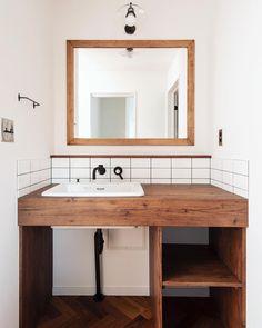 tomioさんはInstagramを利用しています:「. 洗面だって毎日つかうんだからこだわって当たりまえ🚿 毎日のはじまりをhappyに🌈 . . #トミオ #tomio #トミオマルシェ #千葉県 #千葉市 #注文住宅 #注文建築 #新築 #インテリア #リノベーション #リフォーム #雑貨 #インダストリアル #北欧 #家…」 Wash Stand, Bathroom Paint Colors, Wood Vanity, Washroom, House Rooms, Home Collections, Home Renovation, Powder Room, New Homes