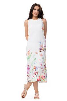 Romantyczna sukienka z kwiatowym dołem. Romantic long dress with floral print in the lower  part.