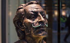 Statue of Salvador Dalí