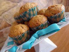 La meilleure recette de Muffins aux carottes! L'essayer, c'est l'adopter! 4.9/5 (19 votes), 39 Commentaires. Ingrédients: 2 tasses de farine 3/4 tasse de sucre 1 c. à thé de poudre à pâte 1 c. à thé de bicarbonate de soude 1 c. à thé de cannelle 1/2 c. à thé de sel 2 gros oeufs battus 1/2 tasse d'huile (moi canola) 1/2 tasse de jus d'orange ou de lait (moi lait 1%) 1 tasse de carottes râpées ( moi 1 tasse comble) 1 c. à thé de vanille Pizza Muffins, Healthy Cookies, Muffin Recipes, Granola, Sweet Tooth, Sweet Treats, Brunch, Food And Drink, Dessert Recipes