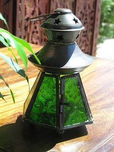 Baby copper finish lamp in green. http://www.maroque.co.uk/showitem.aspx?id=ENT03364&p=01571&n=all