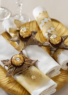 Decorating ideas with the 3 famous German chocolates Gold Christmas, Christmas 2017, Christmas Colors, Beautiful Christmas, Christmas Holidays, Christmas Crafts, Xmas, Christmas Napkin Rings, Happy Holidays