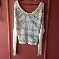 Free People sweater Slouchy sweater has very minimal wear and in very good used condition no stains or knitting coming undone ❌NO TRADES Free People Sweaters