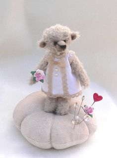 teddy bear pin cushion- I pin:-)