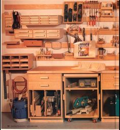 Workshop organization on french cleats. Interested in the drawer units...