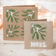 Christmas crafts: Make your own mistletoe and holly block-print cards - Lino Xmas card Homemade Christmas Cards, Christmas Cards To Make, Christmas Art, Handmade Christmas, Homemade Cards, Christmas Card Printing, Christmas Card Designs, Christmas Blocks, Diy Weihnachten
