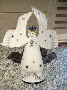 How to make a Christmas angel from a paper plate  This is one of our special Advent Activities    Isn't she pretty? Just what you need to grace the top of your Christmas tree -and easy-peasy to make. All you need is:    a paper plate    pencil    scissors    stapler    stickers / pens to decorate    glue and glitter for added sparkle    How to make your paper plate angel  1. Draw the outline shown below on your paper plate (on the side you'd put the food).