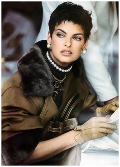1989 Photo Peter Lindbergh  Linda Evangelista Vogue US – Camel's back