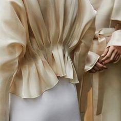 Cream and White ☁️🐚 Look Fashion, Fashion Details, Fashion Show, Fashion Outfits, Womens Fashion, Fashion Design, Fashion Trends, Paris Mode, Inspiration Mode