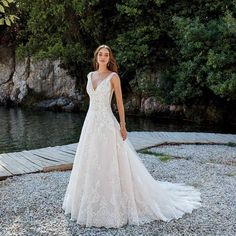 Kyra Beautiful a-line wedding dress with intricate lace and beading detail. Side-cut outs and low back are great features on this dress. Mothers Dresses, Girls Dresses, Flower Girl Dresses, Bridal Looks, Bridal Style, Bonny Bridal, Bridal Gown, Vintage Weddingdress, Formal Wedding Attire