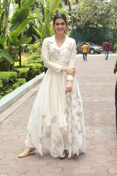 Dress Indian Style, Indian Dresses, Indian Outfits, Stylish Dress Designs, Stylish Dresses, Casual Dresses, Long Dress Fashion, Fashion Dresses, Indian Designer Outfits
