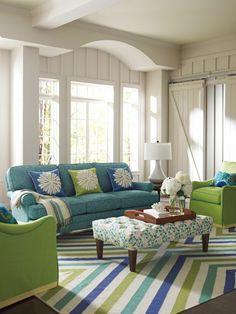 bunte stoffe für das sofa Design Living Room, Home Living Room, Living Room Decor, Apartment Living, House Color Schemes, House Colors, Company C Rugs, Blue Company, Colourful Living Room