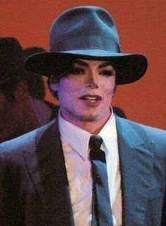 Oooh,he's so lovely :-* :-*