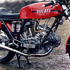 Old school Ducati 750 red with black stripes