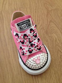 mickey mouse minnie mouse converse disney shoes disney shoes kids fashion kids shoes Source by Shoes Converse Disney, Minnie Mouse Converse, Vans Converse, Mickey Y Minnie, Disney Shoes, Mickey Cakes, Disney Cars, Bling Converse, Converse Fashion