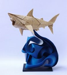 Origami by paper artist Nguyen Hung Cuong. This is truly art. The best curve origami I've seen! Origami 3d, Origami Design, Origami Shark, Origami Artist, Origami Paper Art, Paper Quilling, Paper Crafting, Origami Lamp, Arts And Crafts