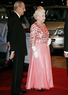 Royal Family Pictures, Family Photos, Royal Queen, Her Majesty The Queen, Prince Phillip, Queen Dress, Royal Life, British Monarchy, Save The Queen
