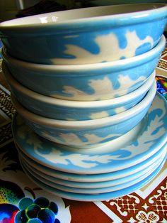I love the pattern and colors. Vintage Diner, Vintage Restaurant, Vintage Bar, Vintage Kitchen, Syracuse Restaurants, All Restaurants, Vintage Dishware, Vintage Pottery, Dining Services