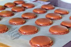 10 tips and tricks for successful macarons - La cuisine - Macarons, French Desserts, No Cook Desserts, Mantecaditos, Walnut Cookies, Thermomix Desserts, Perfect Cookie, Food Platters, Biscuit Cookies