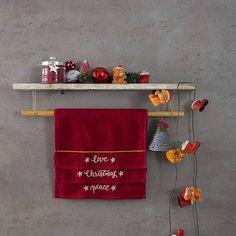 Γιατί το χριστουγεννιάτικο πνεύμα κρύβεται μέσα στις μικρές λεπτομέρειες του σπιτιού μας, σας προτείνουμε το σετ Χριστουγγενιάτικες πετσέτες της Nima της σειράς Carols. Advent Calendar, Peace, Holiday Decor, Home Decor, Decoration Home, Room Decor, Advent Calenders, Home Interior Design, Sobriety