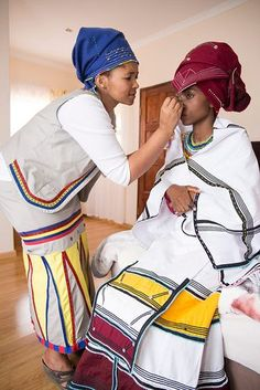 27 Traditional Xhosa Wedding In south african - Fashionre Xhosa Attire, African Attire, African Wear, African History, African Dresses For Women, African Women, African Fashion Dresses, South African Traditional Dresses, Traditional Outfits