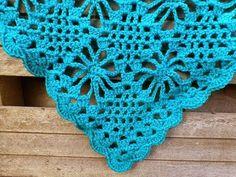 Gehaakte Omslagdoek!          Tijdens de vakantie ben ik aan deze omslagdoek begonnen.   Met Haaknaald 4,5 haakte ik met   de Royal v... Poncho Shawl, Crochet Poncho, Thread Crochet, Crochet Scarves, Crochet Clothes, Crochet Hooks, Free Crochet, Crochet Animal Hats, Prayer Shawl