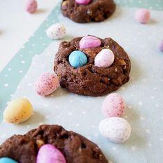 Ulkona on harmaata, mutta viikon leivonnat jatkuu keväisissä väreissä. Ihanaa viikkoa! 😍💙💚💛💜 #drsugar #meilläkotona . . . #leivonta #baking #pääsiäinen #easter #eastereggs #easterbaking #chocolate #pääsiäisleivonta #suklaa #keksit #cookies #suklaakeksit #yummy #kanelijasokeri Sugar, Cookies, Chocolate, Desserts, Food, Crack Crackers, Tailgate Desserts, Deserts, Chocolates